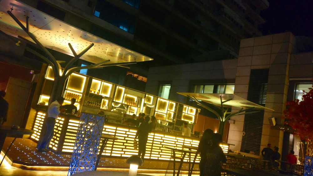 5 rooftop places in mumbai for the valentine s day for Food bar sakinaka